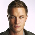 The-Beast-travis-fimmel-14381733-550-547